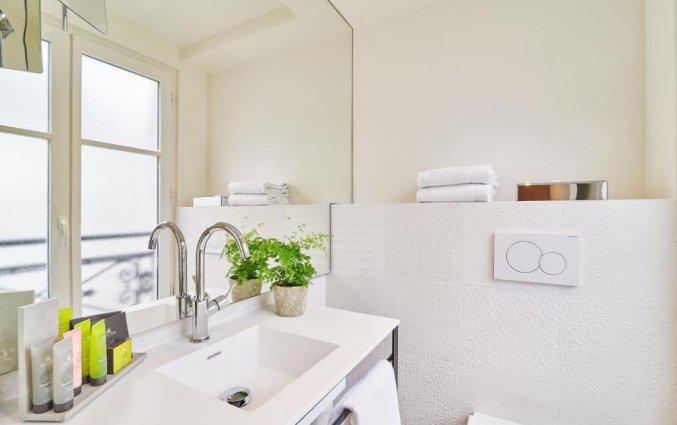 Badkamer van een tweepersoonskamer van Hotel Joke Astotel in Parijs