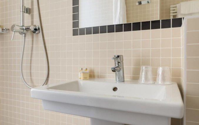 Badkamer van een tweepersoonskamer van Hotel Palm Astotel in Parijs
