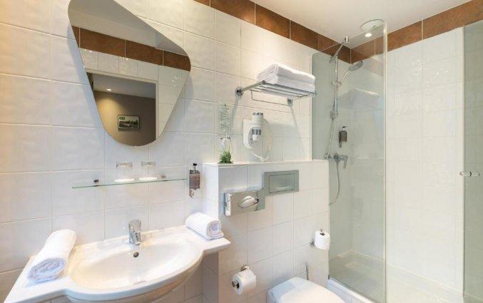 Badkamer van een tweepersoonskamer van Hotel Magenta 38 by Happyculture in Parijs