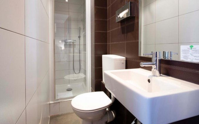 Badkamer van een tweepersoonskamer van Grand Hotel Leveque in Parijs