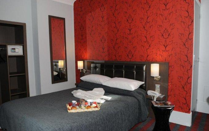 Tweepersoonskamer van Grand Hotel Leveque in Parijs