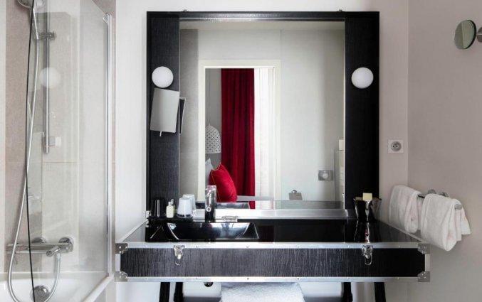 Badkamer van een tweepersoonskamer van hotel Le 123 Sebastopol - Astotel in Parijs