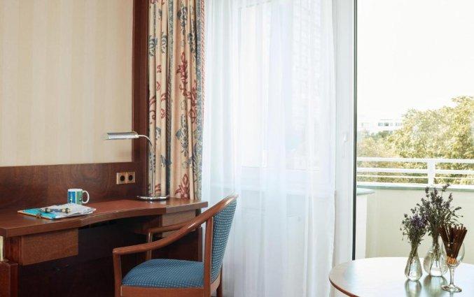 Bureau in slaapkamer van hotel Living Hotel Berlin Mitte