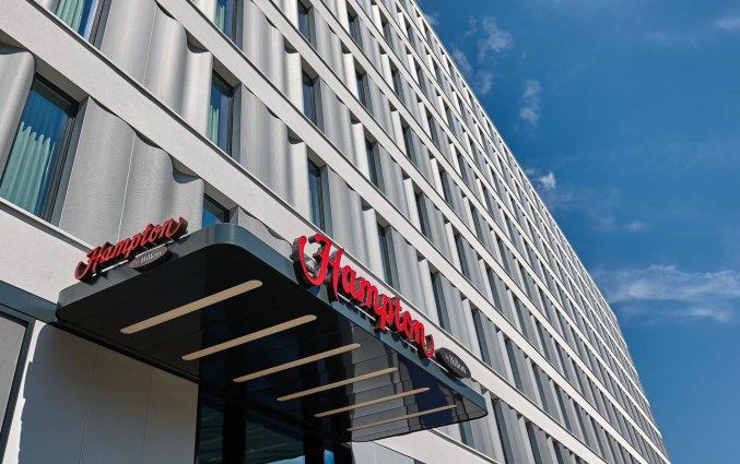Entree van Hotel Hampton Inn Berlin City Centre Alexanderplatz in Berlijn