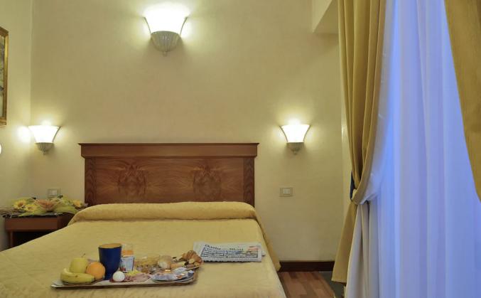 Slaapkamer in hotel Porta Faenza