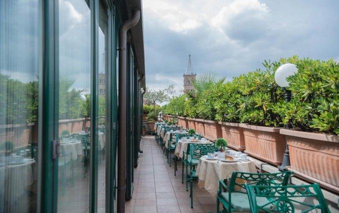 Terras van Hotel Palladium Palace Rome