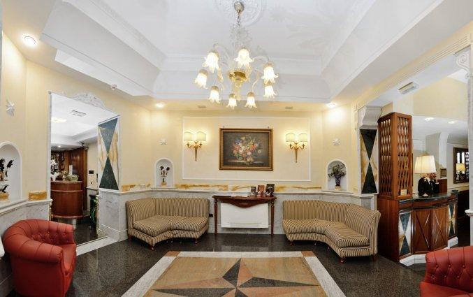 Hall van Hotel Palladium Palace Rome