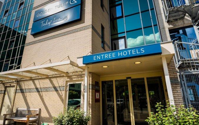 Ingang van Hotel Tulip Inn Leiden Centre in Leiden