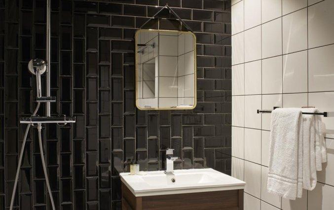 Badkamer van een tweepersoonkamer van Hotel Konti by HappyCulture in Bordeaux
