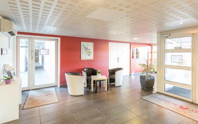 Lounge bij receptie van aparthotel City Résidence Bordeaux Centre in Bordeaux