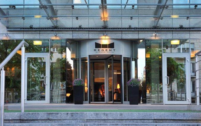 Ingang van Hotel Regent in Warschau