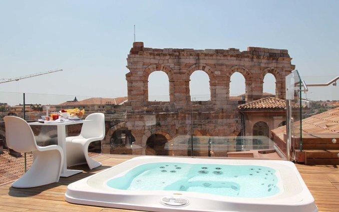 Dakterras met uitzicht op de Arena van Verona van Hotel Milano & SPA in Verona