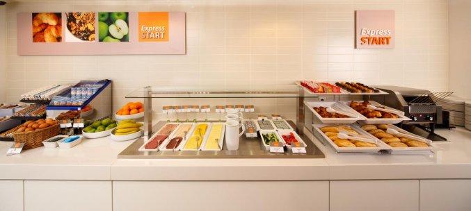 Ontbijtbuffet van Hotel Holiday Inn Express in Arnhem