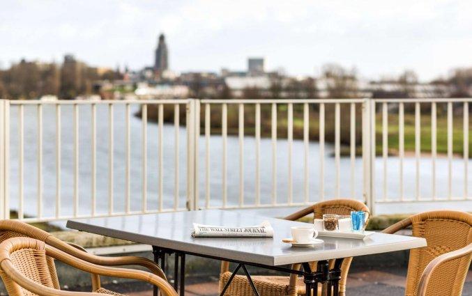 Balkon van NH Arnhem Rijnhotel in Arnhem