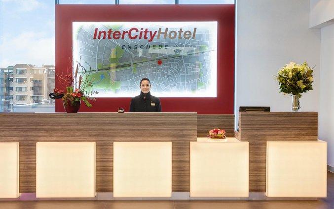Receptie van IntercityHotel Enschede