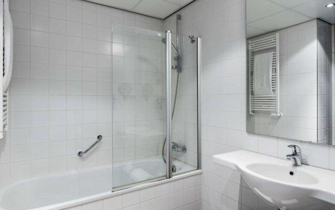 Badkamer van een tweepersoonskamer van hotel NH Amersfoort