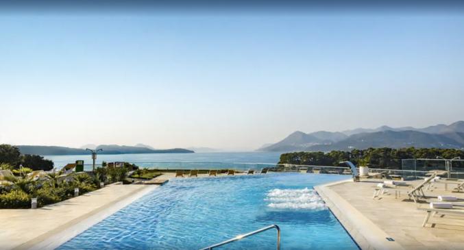 Buitenzwembad van Hotel Valamar Argosy in Dubrovnik