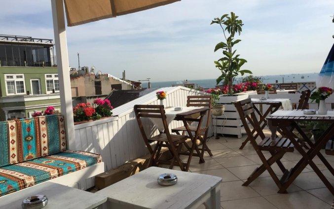 Terras van hotel Istanbul Holiday