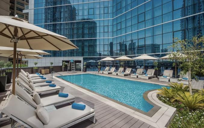 Zwembad van hotel TRYP by Wyndham Dubai