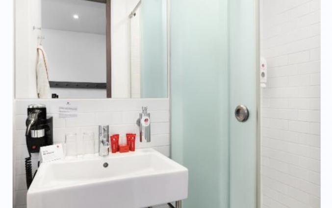 Badkamer van een tweepersoonskamer van Hotel Azimut Moscow Tulskay in Moskou