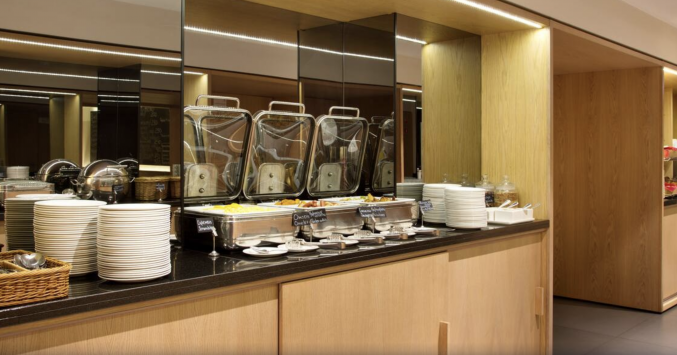 Ontbijtbuffet van Hotel Azimut Moscow Tulskay in Moskou