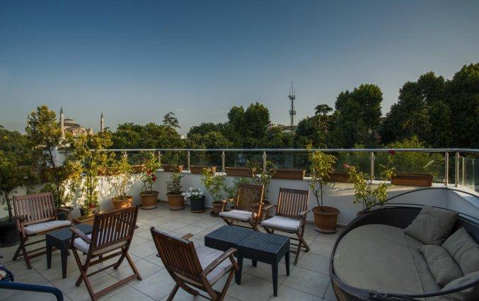 Terras van Hotel Raymond Istanbul