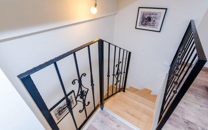 Trap naar de zitkamer in de slaapkamer in Hotel Rooms Baza in Dubrovnik