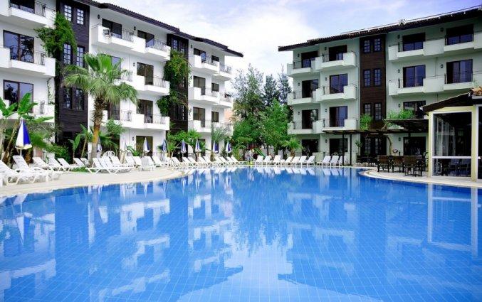 Buitenzwembad van Hotel Lemas Suite in Side
