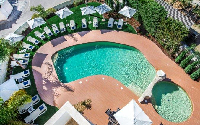 Buitenzwembad bij Hotel Velamar Boutique