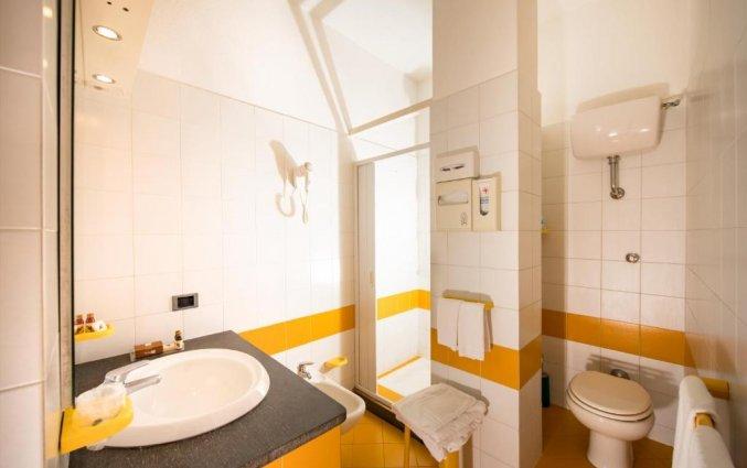 Badkamer van een tweepersoonskamer van Hotel Albergo Diffuso Bacco Furore in Amalfi