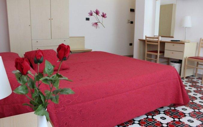 Slaapkamer met een tweepersoonsbed van hotel residance san pietro