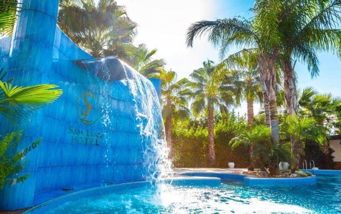 Buitenzwembad van Hotel San Luca