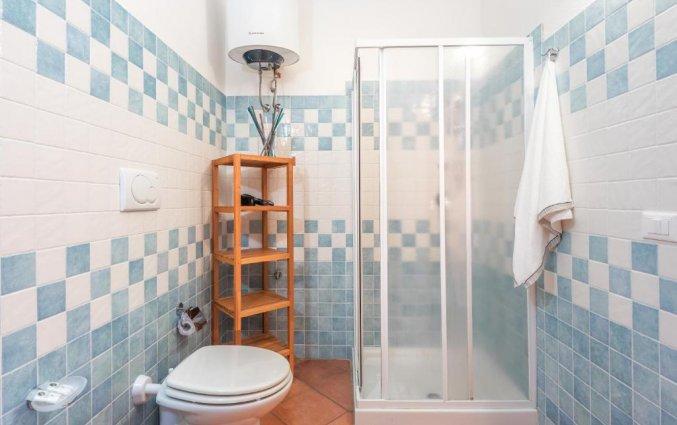 Badkamer van een studio van Residence Cristal Blu op Sardinie