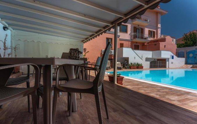Terras van Residence Cristal Blu op Sardinie