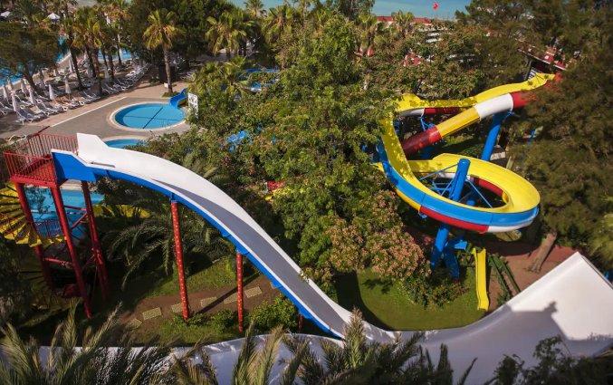 Zwembad en glijbanen van Hotel & Resort Botanik in Side