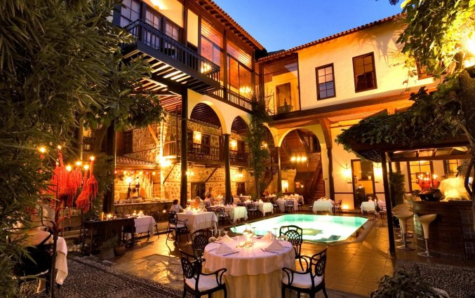 Terras van Hotel Alp Pasa in Antalya