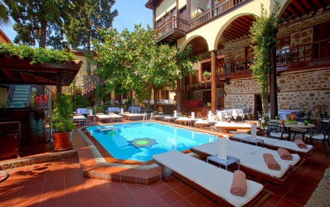 Zwembad van Hotel Alp Pasa in Antalya