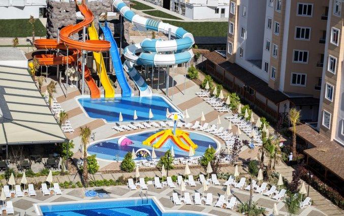 Zwembad en glijbanen van Hotel Lara Family Club in Antalya