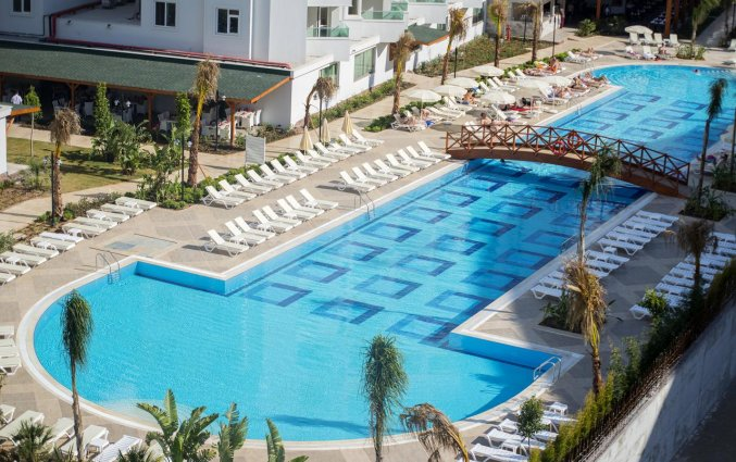Zwembad van Hotel Lara Family Club in Antalya