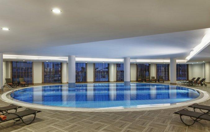 Binnenzwembad van Resort en Spa Aska Lara in Antalya