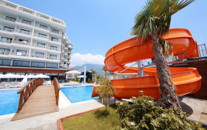 Buitenzwembad en waterglijbaan van Hotel& Spa Sey Beach in Alanya