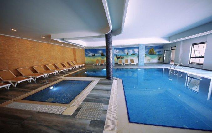 Binnenzwembad van Hotel& Spa Sey Beach in Alanya