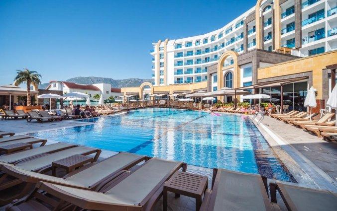 Buitenzwembad van Resort The Lumos Deluxe & Spa in Alanya