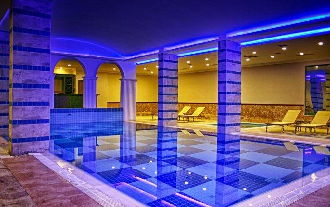 Binnenzwembad van Hotel Utopia World in Alanya