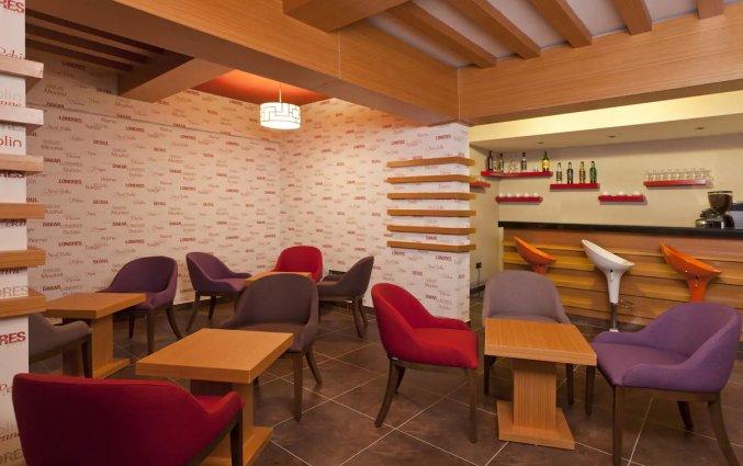 Bar en lounge van Hotel Monart City in Alanya