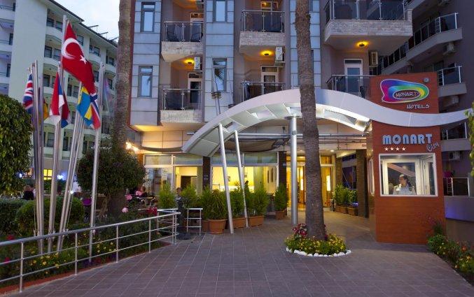 Ingang van Hotel Monart City in Alanya