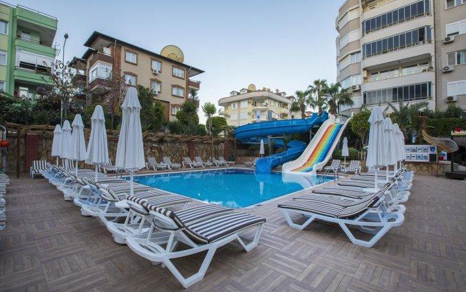 Zwembad en waterglijbanen van Hotel Club Big Blue Suit in Alanya