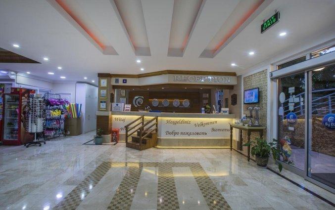 Receptie van Hotel Club Big Blue Suite in Alanya