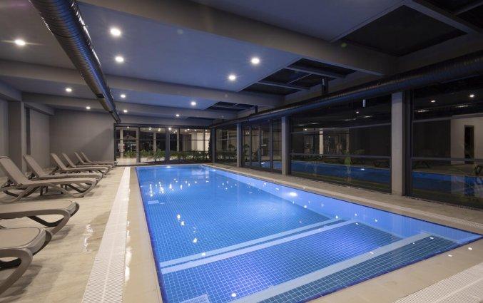 Binnenzwembad van Resort Green Garden in Alanya