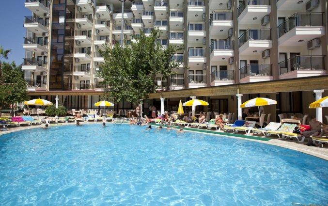 Zwembad van Hotel Monte Carlo in Alanya